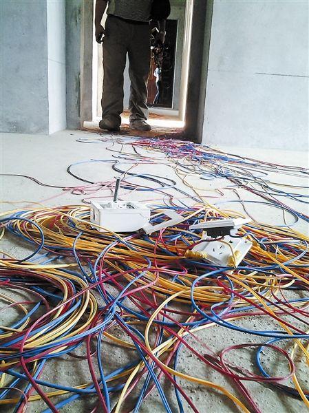 房间里丢弃着大量电线外层的绝缘皮。南国早报记者 姜锋 摄
