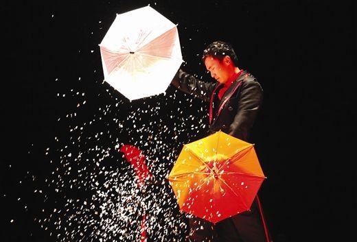 魔术《伞阳开泰》获得金奖(本文图片由南国早报记者 唐辉吉摄)