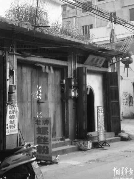 广西平南县大鹏镇的老牌螺蛳粉店。中国青年报记者 卢义杰 摄