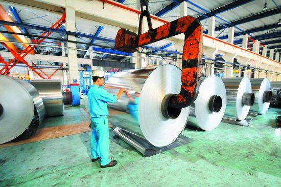 图为南南铝生产的高精铝材。周家志/摄