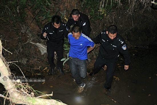 躲进深山沟渠的毒贩被警方寻到。广西新闻网通讯员 甘勇 摄