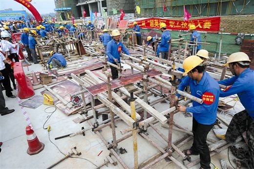 农民工技能大比武活动现场。南国早报记者 唐辉吉 摄