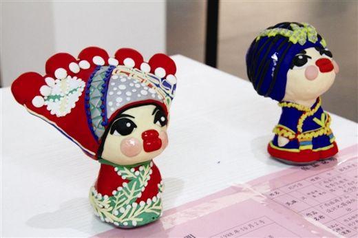 软陶泥旅游纪念品,作者是80后,来自广西艺术学院的刘巧芳。韦颖琛 摄