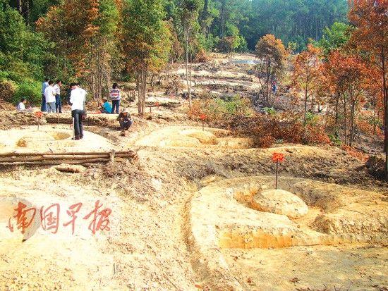"""18平方米仅售3000元村民抢建""""活人墓"""""""
