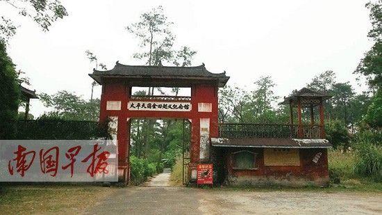 韦昌辉故居的瓦房顶棚坍塌。南国早报记者 骆南华 摄