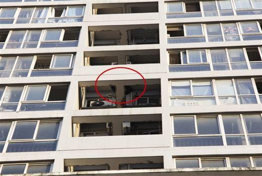 男子入室盗窃未遂慌不择路爬外墙被困(图)