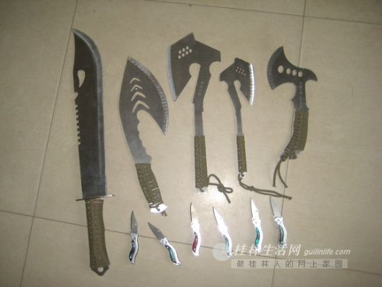 从学生手里收缴的刀具。