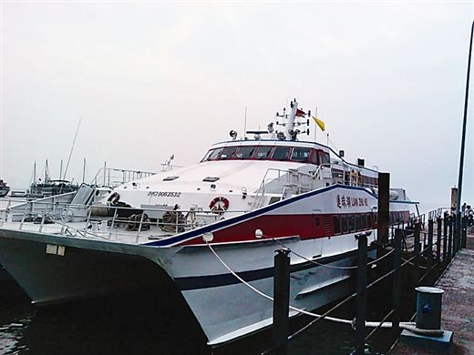在防城港码头乘坐的游轮