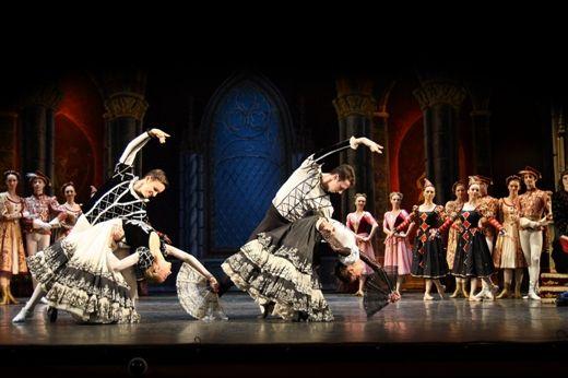 芭蕾舞《天鹅湖》剧照