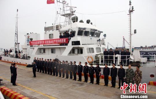 图为渔政45001船出航前动员。刘寒丰 摄