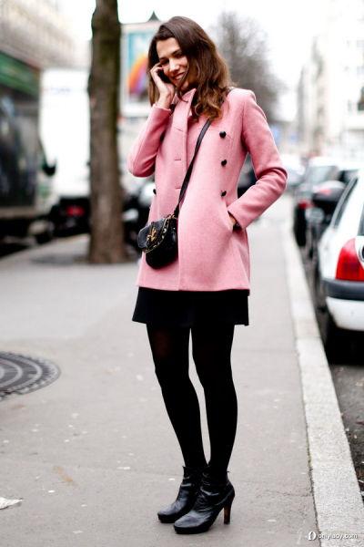 粉色呢料中长款大衣