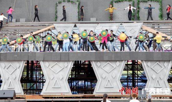 宜州市群众演员在排演节目 中新社记者杨志雄 摄