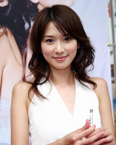 林志玲甜美中卷发发型