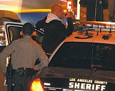 文·迪塞尔用警方的扩音器对合作多年的好友保罗·沃克表示了哀悼。