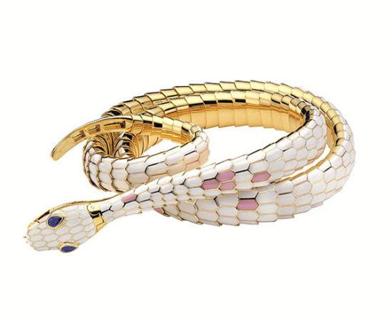 多彩珐琅黄金镶钻蛇形皮带,创作时间为2010年