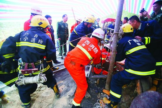 相关部门接报后紧急救援。图片来源:南国早报