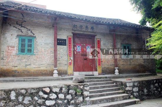 按照陈东村的习俗,村里有人嫁女儿,要先在宗祠祭拜祖先。广西新闻网实习生 林恩琦摄