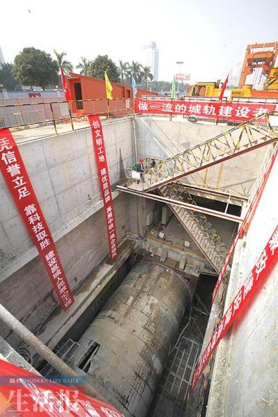 盾构机在地下16米处挖隧道施工。当代生活报记者 徐天保 摄