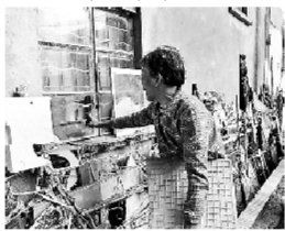 老人家中被盗四次,因而如此来保护自己。图片来源:北京青年报