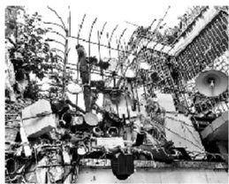 家中二楼三楼也弄满了防贼的物品。图片来源:北京青年报