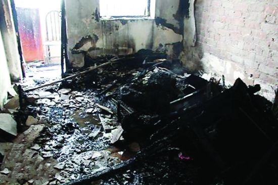 房被烧得面目全非。