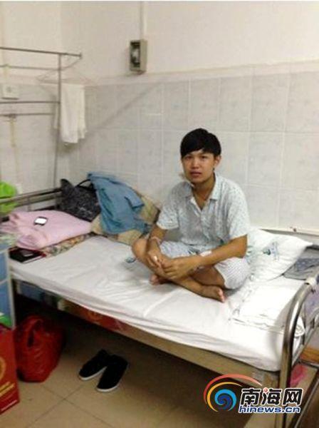 20岁的何宜达正在医院治疗(家属供图)