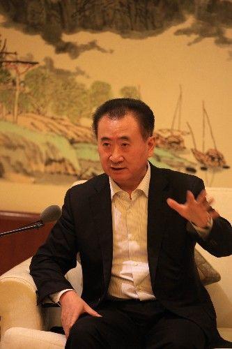 万达集团董事长王健林出席签约仪式。