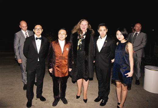 贝学贤(左二)、孔祥曦(右二)等人与英国卡特里娜公主在伦敦华语电影节(受访者供图)