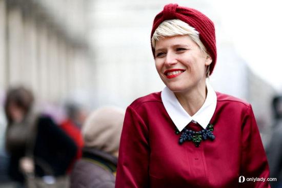 红色头巾让整体感十足
