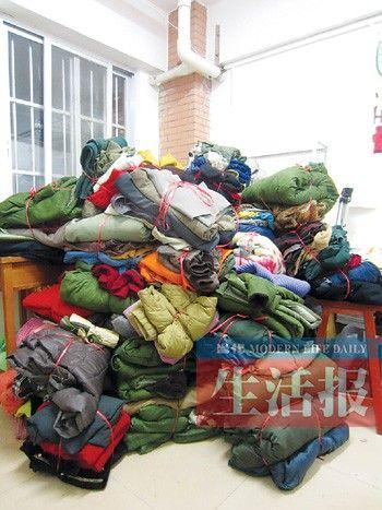 洗净并归类好的衣物。见习记者 叶丽萍 摄