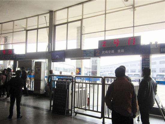 图为发往武鸣方向班车的2号门寂寞冷清。南国早报记者 张文卉 摄