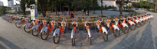 过几天后,每个站点都会安放上公共自行车。南国早报记者 邹财麟 摄