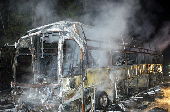卧铺车被烧成废铁。 龙其德 摄