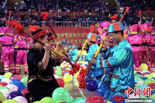 节庆集中展示壮族打扁担、壮族三声部民歌、壮族会鼓、瑶族蚩尤舞蹈