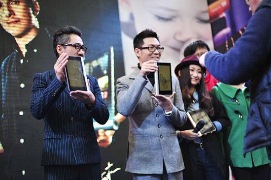 联想粉丝给中国好声音学员赠送Yoga 平板
