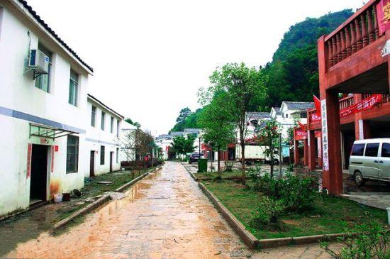排干屯的村民们住上了小洋楼。