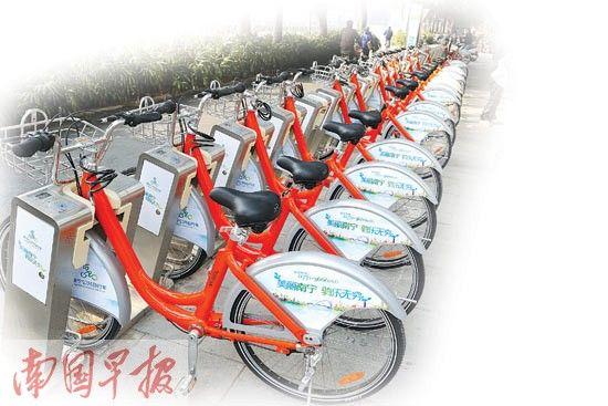 南宁市民族大道一个公共自行车租赁点将近准备就绪。南国早报记者 唐辉吉 摄