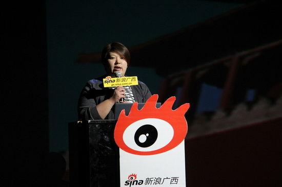 姜铁燕就政务微博做关于《2013政务微博发展新的历程》的主旨讲演。