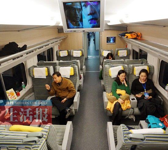 动车里一等车厢宽敞舒适的座位。当代生活报记者 徐天保 摄