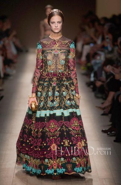 超模演绎的华伦天奴 (Valentino) 2014春夏刺绣裙