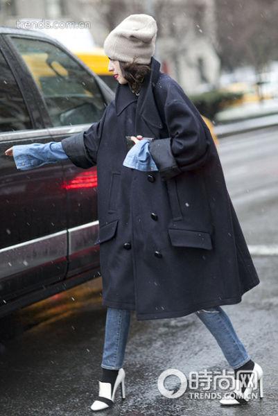 呢子大衣搭配瘦腿裤