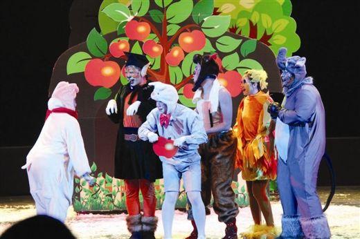 小动物们终于找到了红苹果