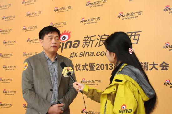 中国联通广西区公司副总经理郑勇对话新浪广西。梁丽贤 摄sh