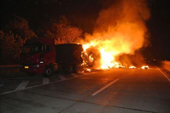 救援现场。图片来源:桂林市公安消防支队