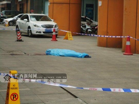 案发现场外围已经拉起警戒线。广西新闻网实习生 曾鑫滔 摄