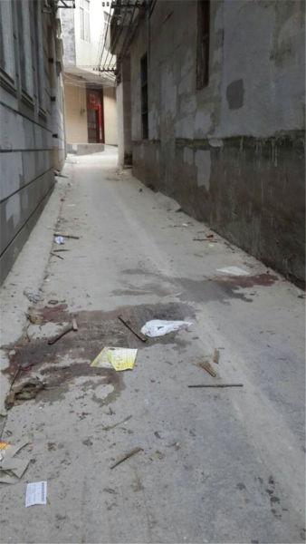 图为事发现场,地上有一大滩血迹。南国早报记者 赵敏 摄