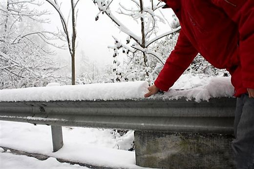 广西局部降雪 (图片来源:中国天气网广西站)
