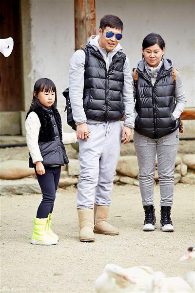 """小沈阳夫妇带女儿阳洋参加节目,被观众看成是《人生第一次》和《爸爸去哪儿》最大的""""差异化"""""""