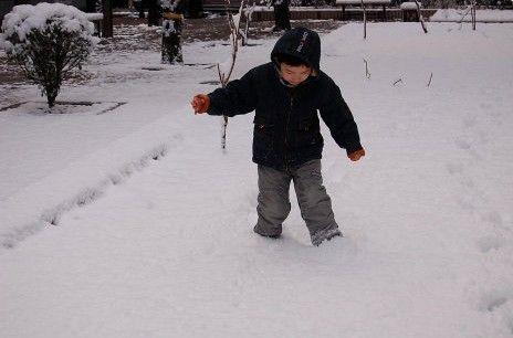 快乐冬季孩子玩雪需注意什么