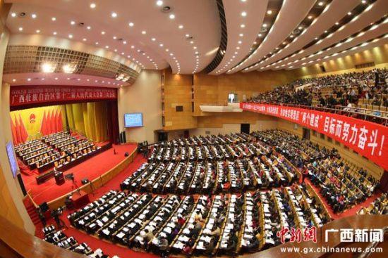广西壮族自治区第十二届人民代表大会第三次会议在南宁开幕 苏志付 摄